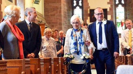 تزوجها في التسعين... والعروس كانت اشبينة زوجته الأولى!