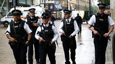 الشرطة البريطانية تخلي ميدانا في بولتون بعد معلومات عن طرد مريب