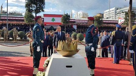 الرئيس عون يضع الإكليل على النصب التذكاري