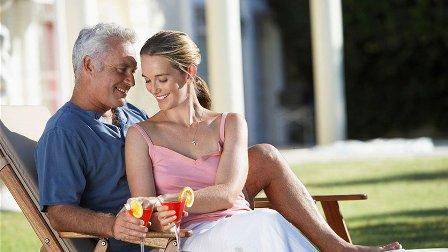 إليكم فارق العمر المثالي بين الأزواج!