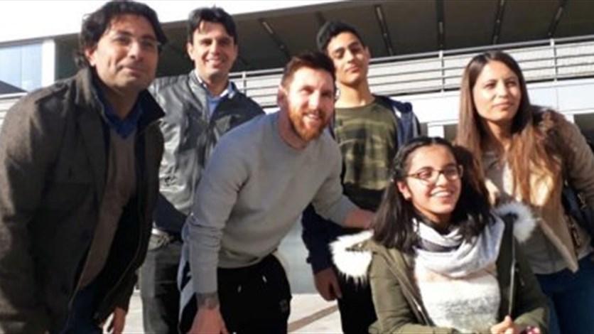 فريق برشلونة يحقق حلم لاجئة سورية بمناسبة عيد الميلاد