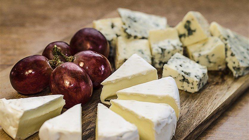 هذه هي الطريقة الصحيحة لتقطيع الجبنة