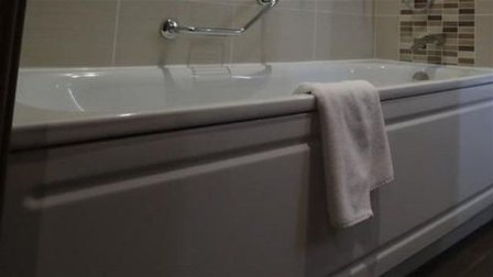 حامل تموت صعقاً بالكهرباء أثناء الاستحمام... والسبب هاتفها المحمول!