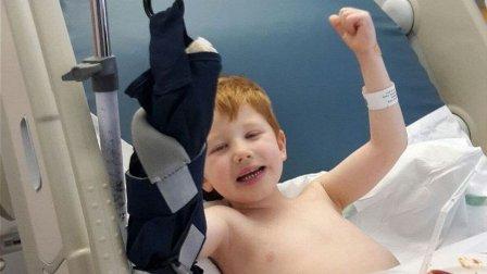 علقت يده في الدرج الكهربائي... ما مصير طفل الأربع سنوات؟