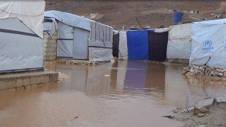 اضرار بخيم النازحين في عرسال جراء الامطار
