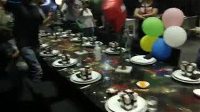 بالفيديو... محتجون يقتحمون عيد ميلاد زوجة رياض سلامة...