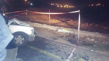اصابة شخصين بجروح جراء حادث صدم وانقلاب سيارة على طريق قلعة ارنون