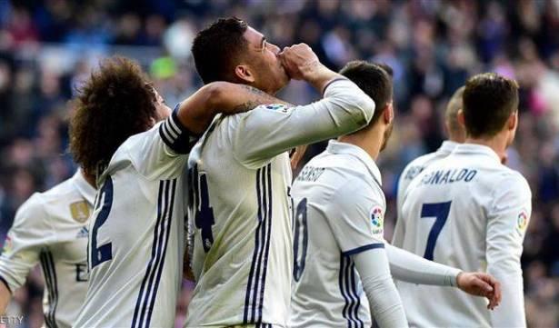 ريال مدريد يكتسح غرناطة ويعادل رقم برشلونة
