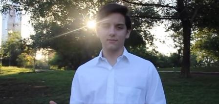 مكسيكي في الـ 18 من عمره يطور حمالة صدر خارقة تكشف الإصابة بالسرطان!