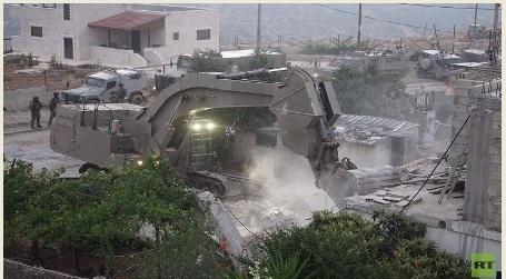 جيش العدو الإسرائيلي يهدم منزل منفذ عملية حلميش