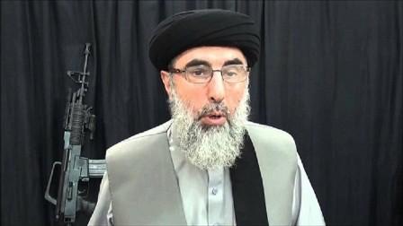 حكمتيار يدعو طالبان إلى وقف القتال في أفغانستان