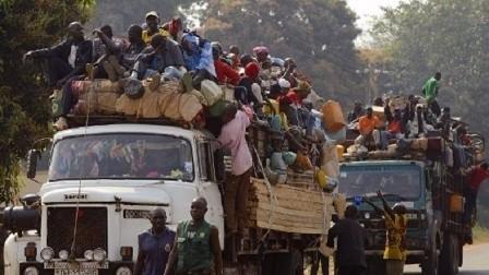 80 قتيلا جراء انقلاب شاحنة مكتظة في إفريقيا الوسطى