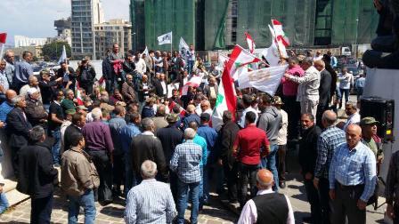 بالصور...اعتصام العسكريين المتقاعدين في ساحة الشهداء