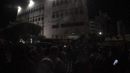 بالفيديو والصور : تظاهرة شعبية حاشدة في #صيدا باتجاه #مصرف_لبنان رفضاً للاحتكار والتلاعب بالدولار