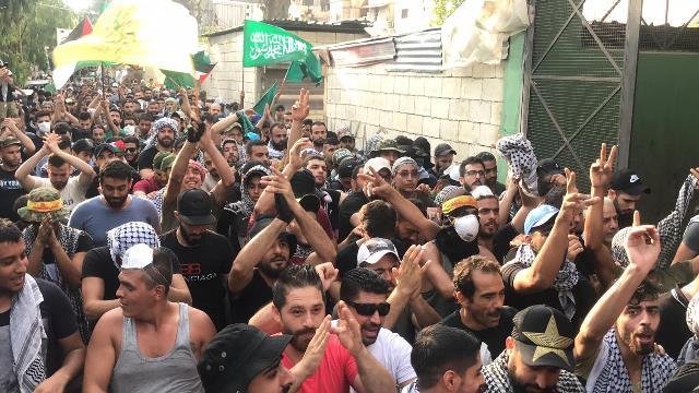 بالفيديو والصور: أبناء مخيم عين الحلوة يواصلون الاضراب الشامل  رفضا لقرار وزارة العمل اللبنانية