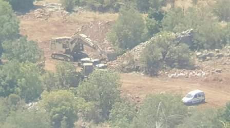 جيش إسرائيل يرفع سواتر ترابية ويقوم بأعمال تحصين قرب بركة النقار