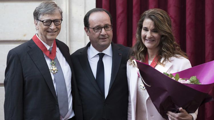 هولاند يمنح بيل غيتس وزوجته أعلى وسام في فرنسا
