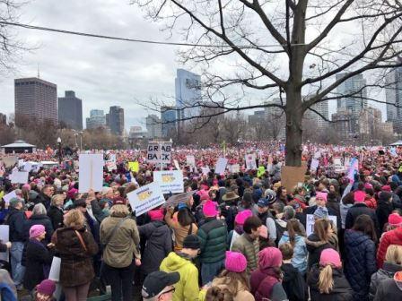 الاف المتظاهرين ينددون بالعنصرية في بوسطن