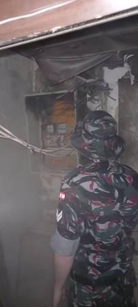 إخماد حريق تابلو كهرباء واسلاك كهربائية داخل كافيه صحصح على الكورنيش البحري، والاضرار مادية.