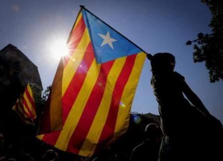 رئيس اقليم كتالونيا اعلن استقلال الاقليم عن اسبانيا