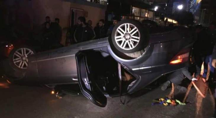 الدفاع المدني: ثلاثة جرحى نتيجة انقلاب سيارتهم على طريق المطار