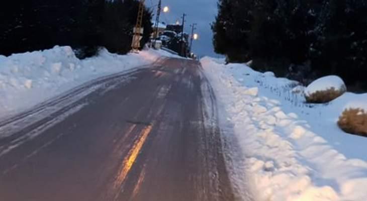 طريق كفردبيان- حدث بعلبك مقطوعة بسبب الثلوج وطرق كفردبيان سالكة فقط للسيارات المجهزة