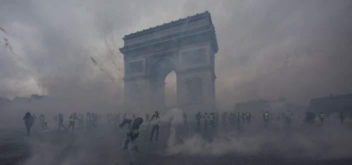 النيابة العامة الفرنسية توجه تهما لـ 13 محتجا بـ