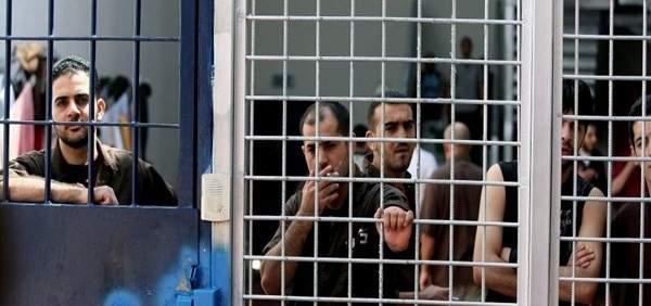 أسرى فلسطينيون يضرمون النار في زنازين سجن ريمون