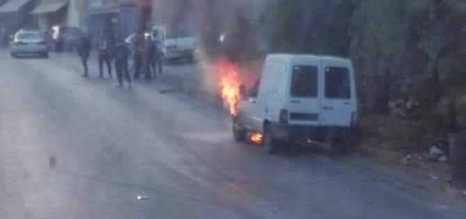 إخماد حريق سيارة على طريق عام شوكين - النبطية