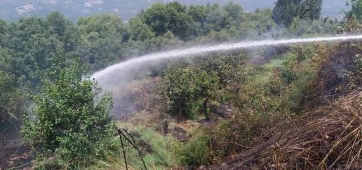 إخماد حريق أعشاب وأشجار في يحشوش