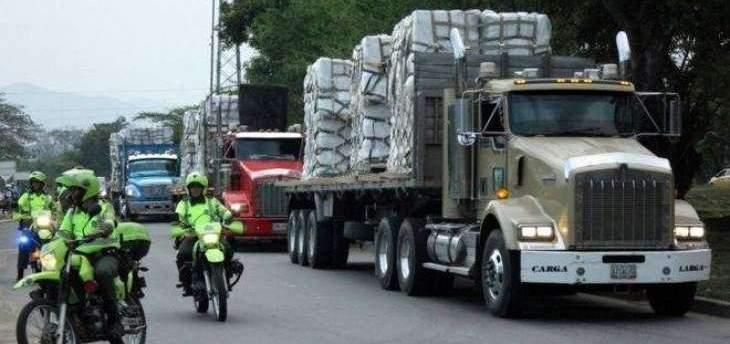 احتراق مجموعة من شاحنات المساعدات على الحدود بين فنزويلا وكولومبيا