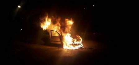 إخماد حريق داخل سيارة في طنبوريت بصيدا