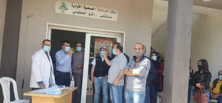 فريق من وزارة الصحة يجري فحوصات pcr بمستشفى راشيا