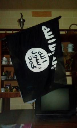 بالصور: هذا ما وجده مقاتلي فتح في معاقل الإرهابيين في مخيم عين الحلوة