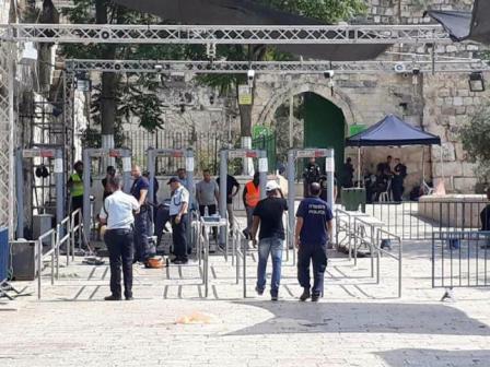 الاحتلال يضيف ممرات وحواجز حديدية عند باب الأسباط