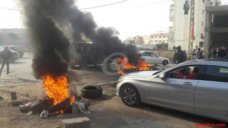 قطع الطريق العام في عكار العتيقة احتجاجا على المنافسة السورية