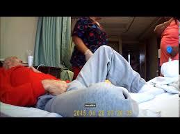 بالفيديو- ممرّضة تعنّف مسنّاً لبنانياً بعد خضوعه لعملية جراحية!