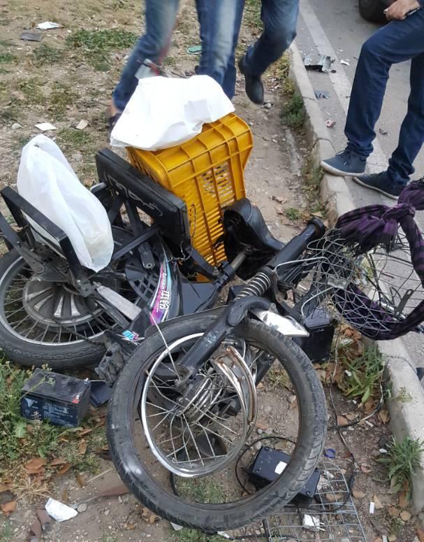 بالفيديو والصور: حادثة صدم بين سيارة ودراجة عند تقاطع ايليا في صيدا