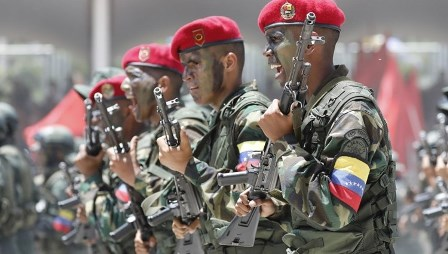 مسلحون كولومبيون يأسرون 8 جنود فنزويليين