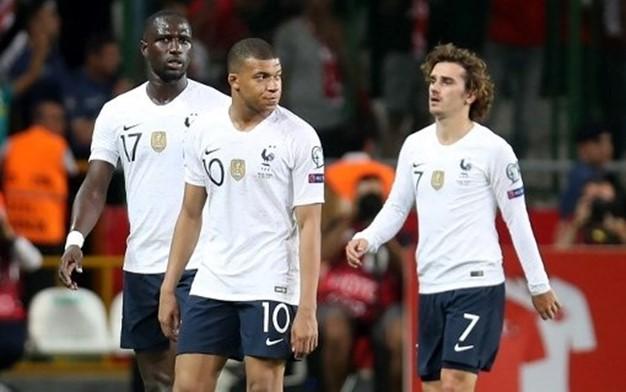 خسارة مفاجِئة لبطل العالم وانتصارات لألمانيا وإيطاليا وبلجيكا وروسيا