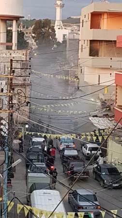 بالصور.. اندلاع حريق في الشارع الفوقاني لمخيم عين الحلوة