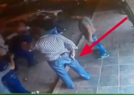 بالفيديو: هرج ومرج بين عناصر البلدية والشبان.. ماذا حصل في زحلة؟