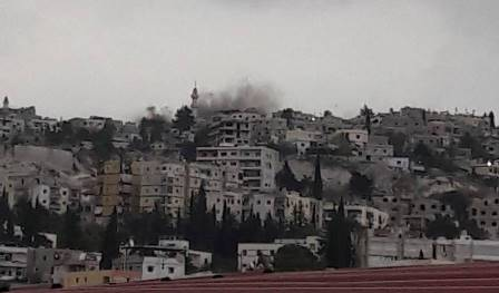 احتراق احد المنازل وتصاعد الدخان نتيجة الاشتباكات في مخيم المية ومية