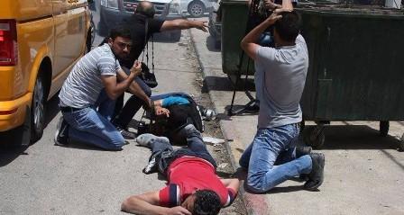 استشهاد شاب وإصابة آخرين بينهم صحفي برصاص مستوطن في حوارة جنوب نابلس
