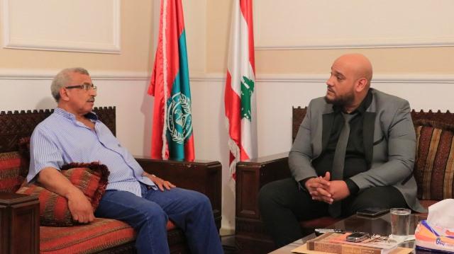 أسامة سعد يتلقى درعاً تكريمياً من المدير العام لجمعية أكاديمية لبنان للتدريب والتطوير