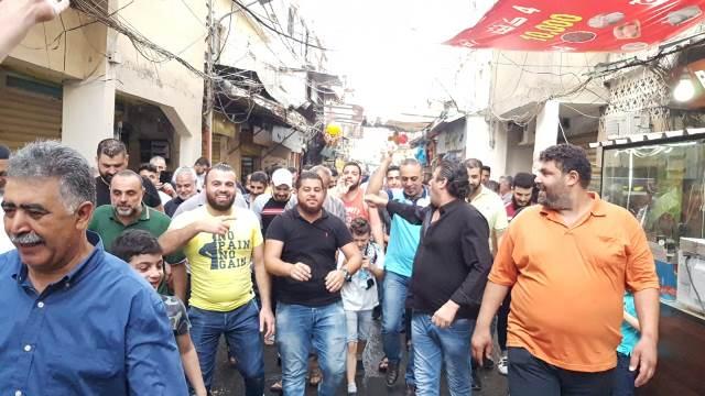 بالفيديو والصور: مسيرة حاشدة للتجار في مخيم عين الحلوة رفضاً لقرار وزارة العمل