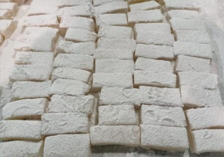 راحة الحلقوم حلوى 'المولد' بلا منازع في صيدا وغلاء الاسعار لم يُفقدها وهجها !