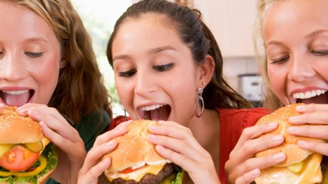 غذاء الفتيات في سن المراهقة وسرطان الثدي لاحقا