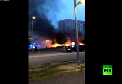 إحراق أكثر من 80 سيارة في ليلة واحدة بالسويد