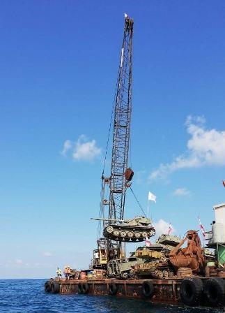 انزال دبابات واليات للجيش اللبناني في بحر صيدا